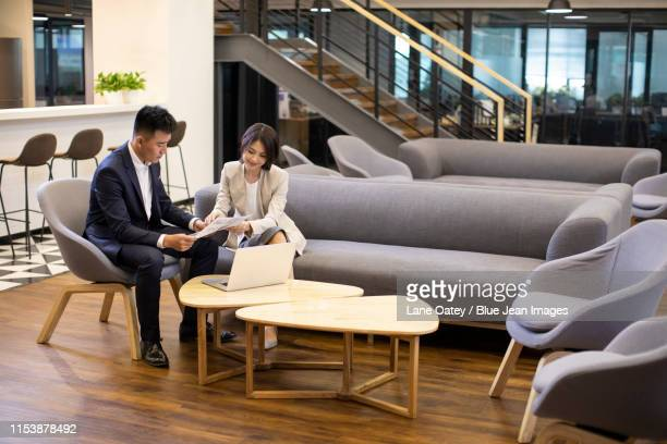 young business people talking in office - 中国北東部 ストックフォトと画像