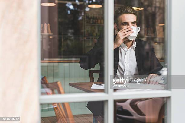 Young businessman drinking coffee in a cafe