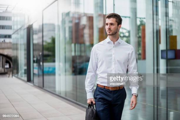 young businessman in the city on the go - overhemd stockfoto's en -beelden