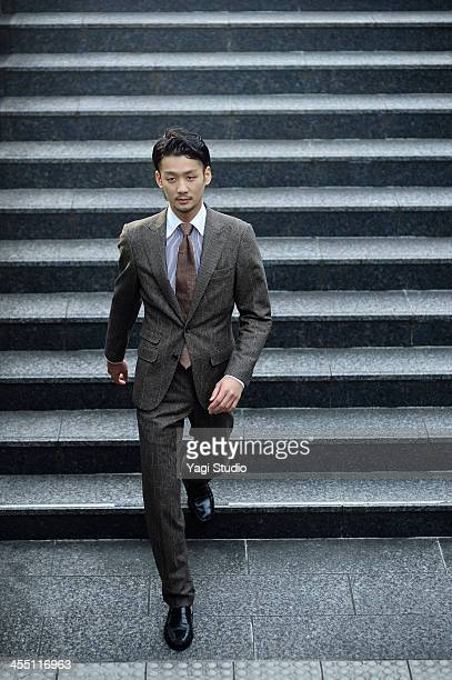 young businessman is down the stairs - 日本人のみ ストックフォトと画像
