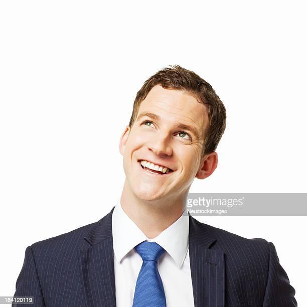 Junger Geschäftsmann lächelnd nach oben-isoliert