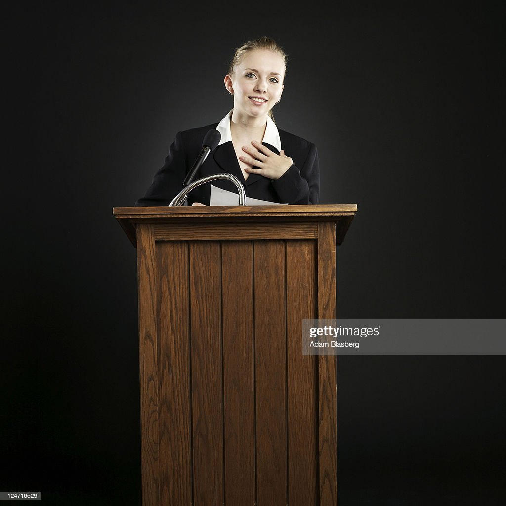 Young businesswoman giving speech at podium : Stockfoto