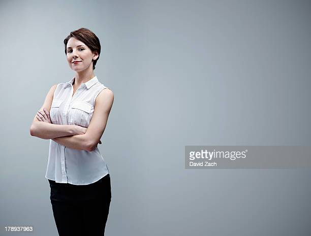 young businesswoman, portrait - dreiviertelansicht stock-fotos und bilder