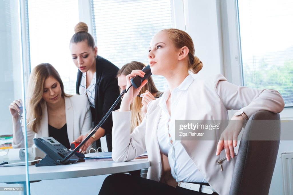 Young businesswoman talking to her customer : Stock Photo