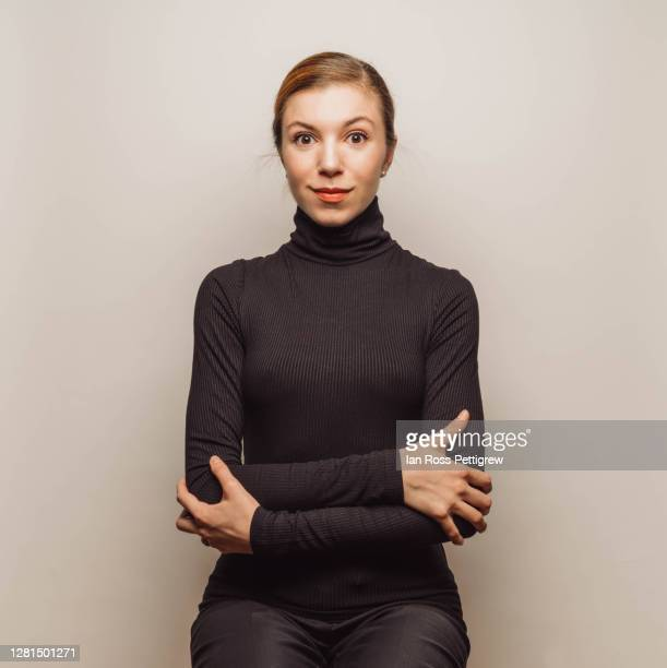 young businesswoman wearing black turtleneck - col roulé photos et images de collection