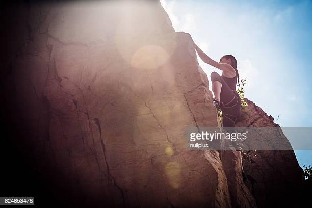 Junge Bergsteiger Klettern