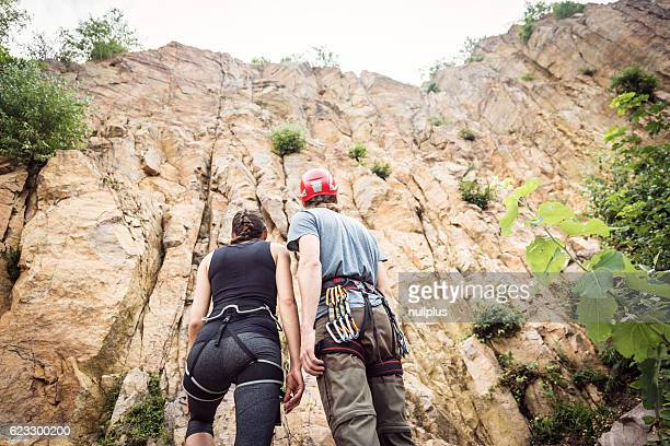 Junge Kletterer es, Klettern