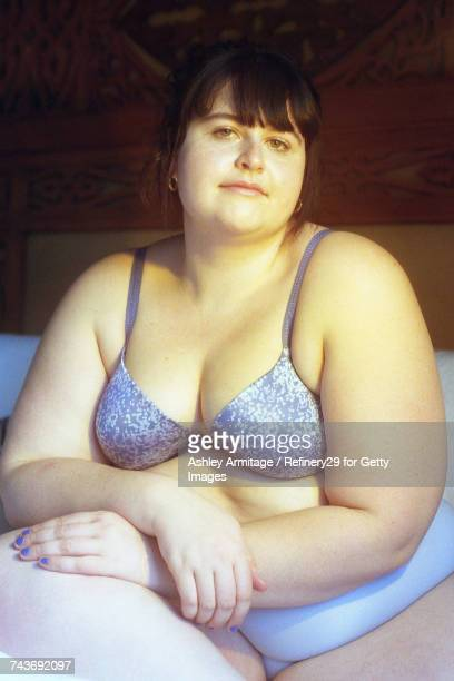 young confident woman in bedroom - 67percentcollection stockfoto's en -beelden
