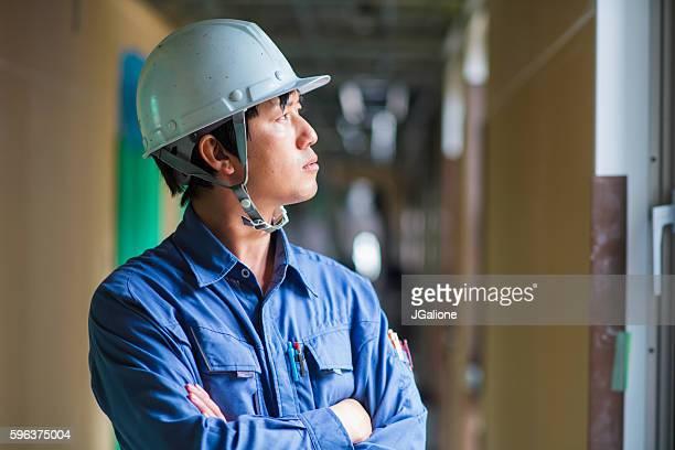 若い建設作業員