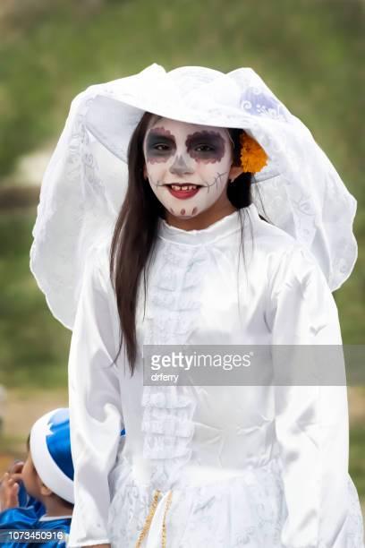 Jeune mariée d'en costume d'époque sur le Día de los Muertos, Oaxaca