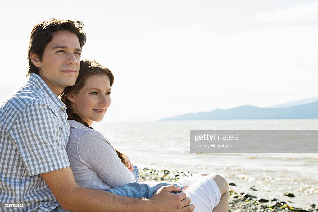 Young couple admiring view of sea : Bildbanksbilder