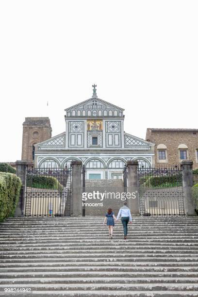young couple ascending steps, san miniato al monte church, florence, toscana, italy - san miniato stock pictures, royalty-free photos & images