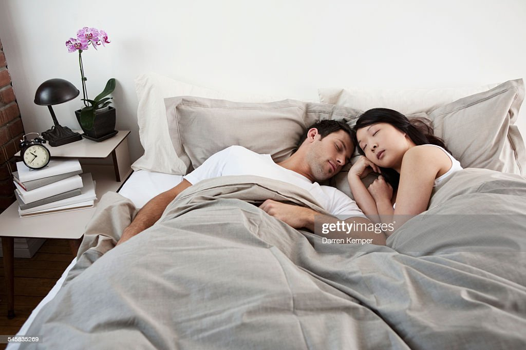 Young couple asleep : Stockfoto