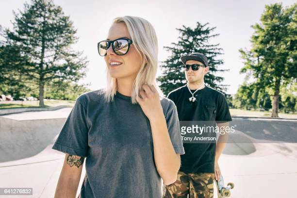 young couple at skatepark - tee sports equipment stock pictures, royalty-free photos & images