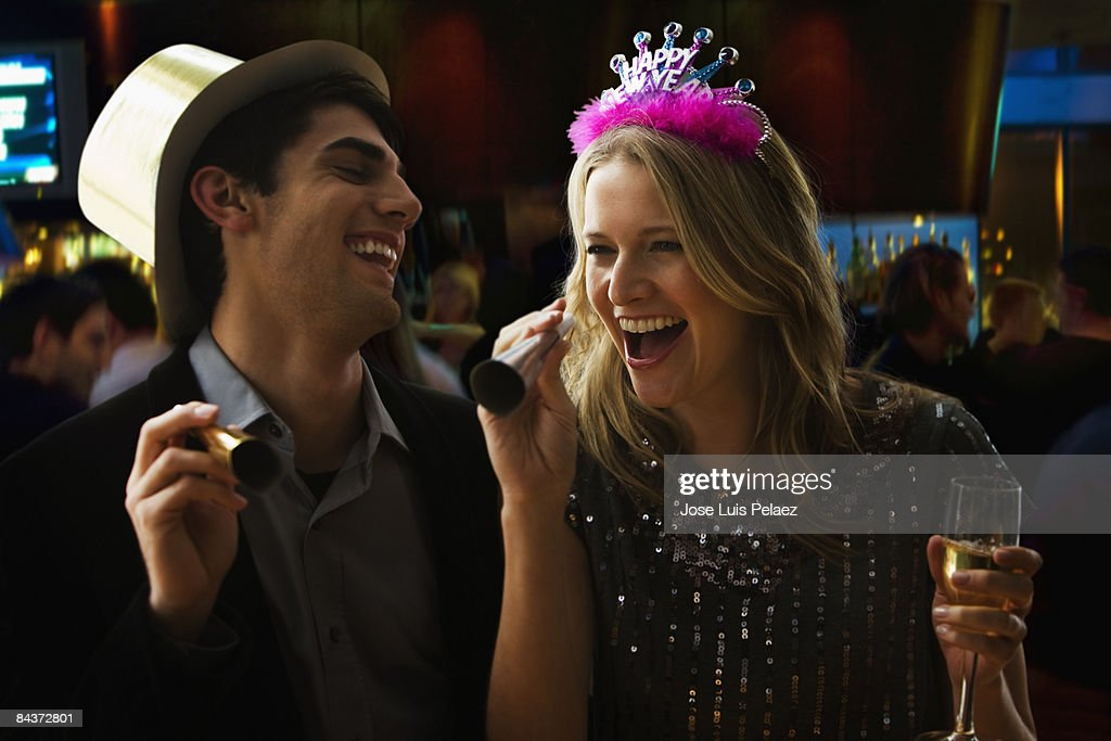 Young couple celebrating New Year  : Foto de stock