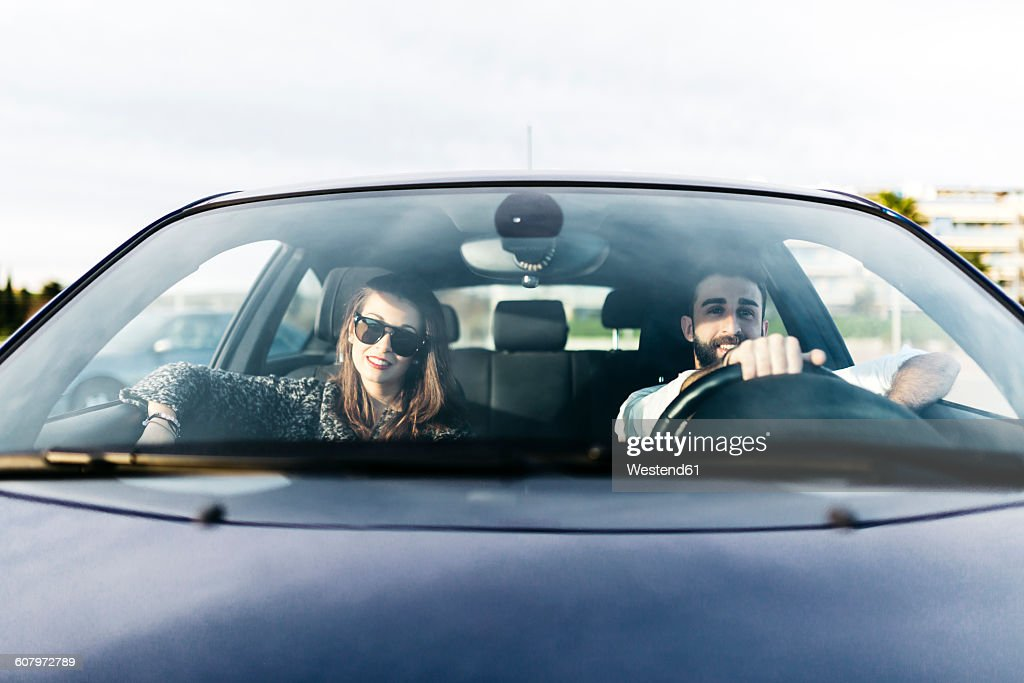 Young couple driving in a car : Stockfoto