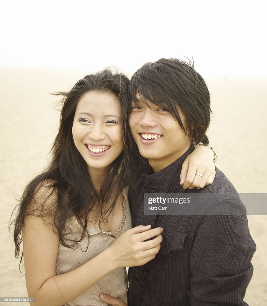 Young couple embracing and laughing outdoors, portrait : Foto stock
