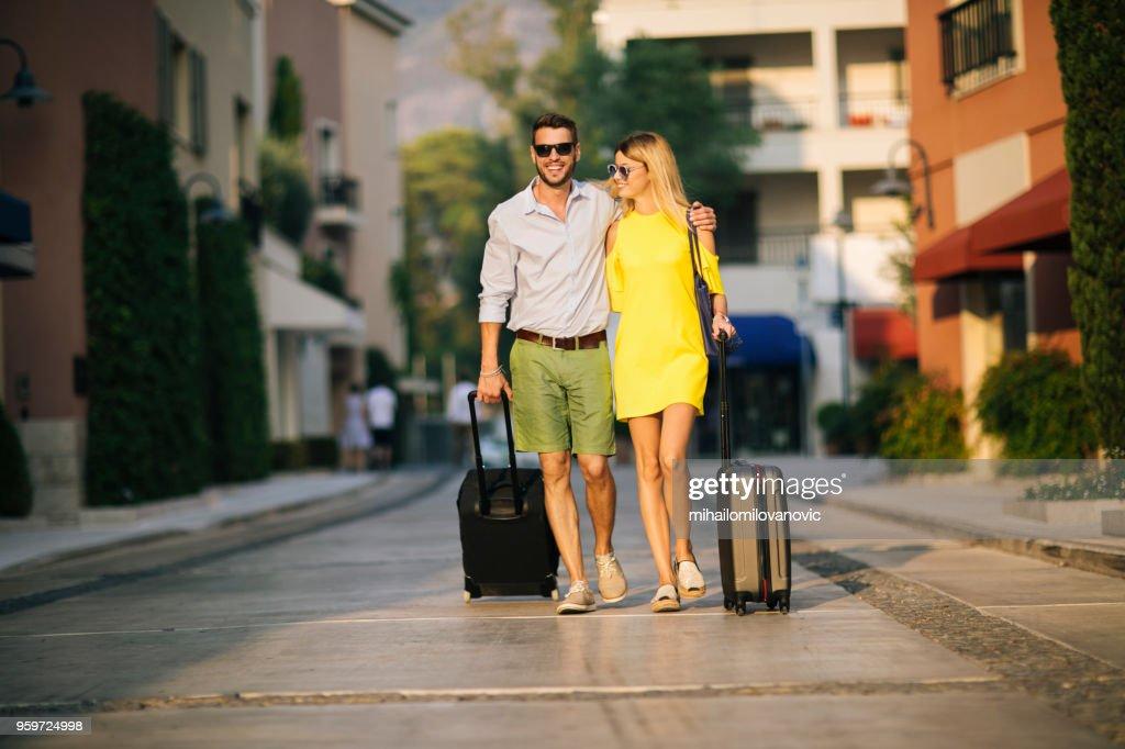Junges Paar in den Urlaub : Stock-Foto
