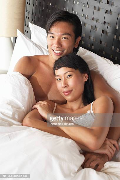 young couple in bed, portrait - número de personas fotografías e imágenes de stock