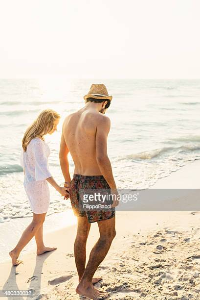 Junges Paar In Liebe am Strand