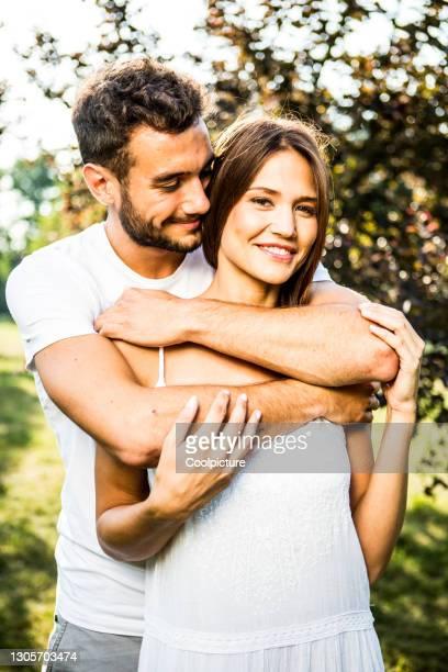 young couple in love. - heteroseksueel koppel stockfoto's en -beelden