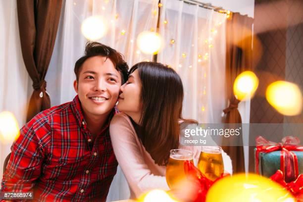 若いカップルの愛