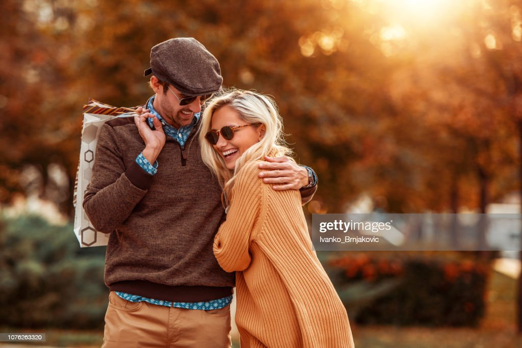 Young couple in love walking in the city : Stock Photo