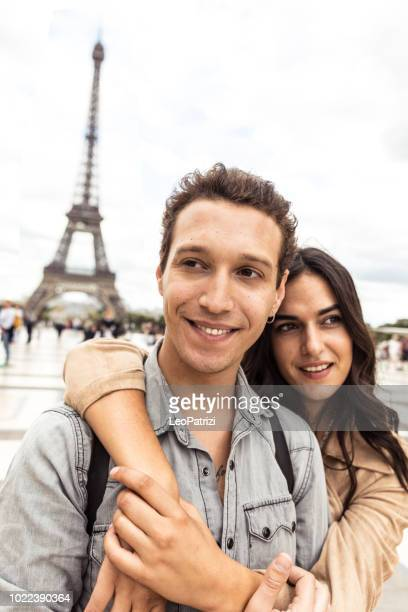 young couple in visit to paris for vacations - esplanade du trocadero stock pictures, royalty-free photos & images