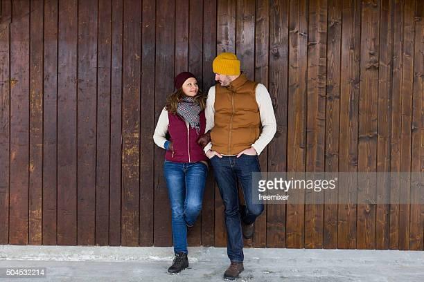 Junges Paar im winter Kleidung