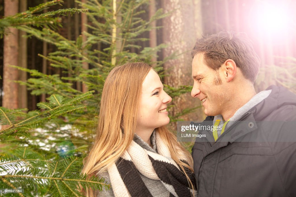 Young couple in winter forest, Bavaria, Germany : Stockfoto