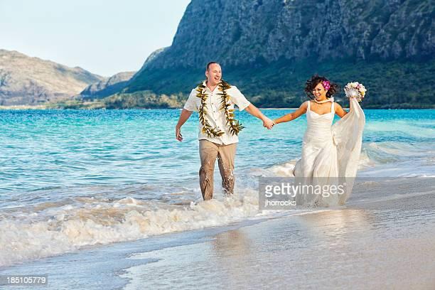 若いカップルにハワイで挙式