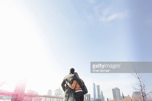 Young couple next to Brooklyn Bridge, New York, USA