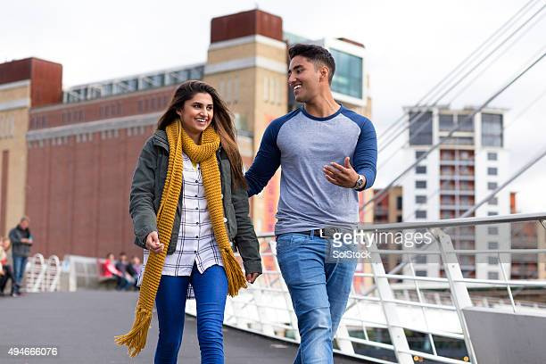 young couple on a date - newcastle upon tyne stockfoto's en -beelden