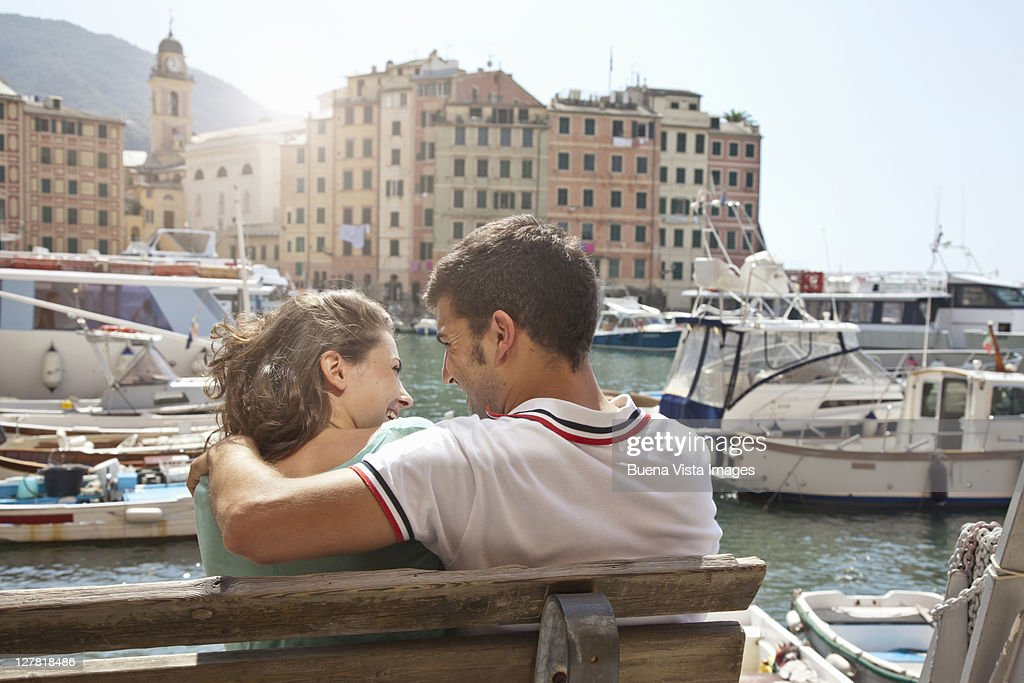 Young couple on vacation on Italian riviera : Foto de stock