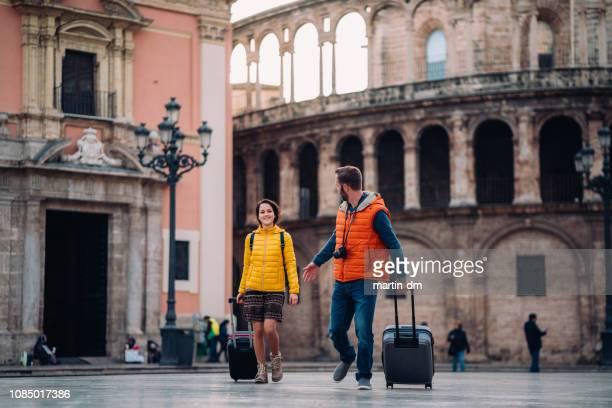 young couple on vacation traveling around europe - travel destinations imagens e fotografias de stock