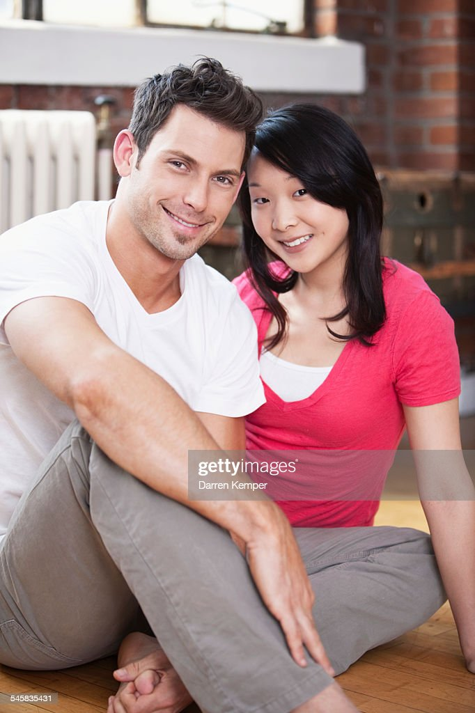 Young couple : Bildbanksbilder