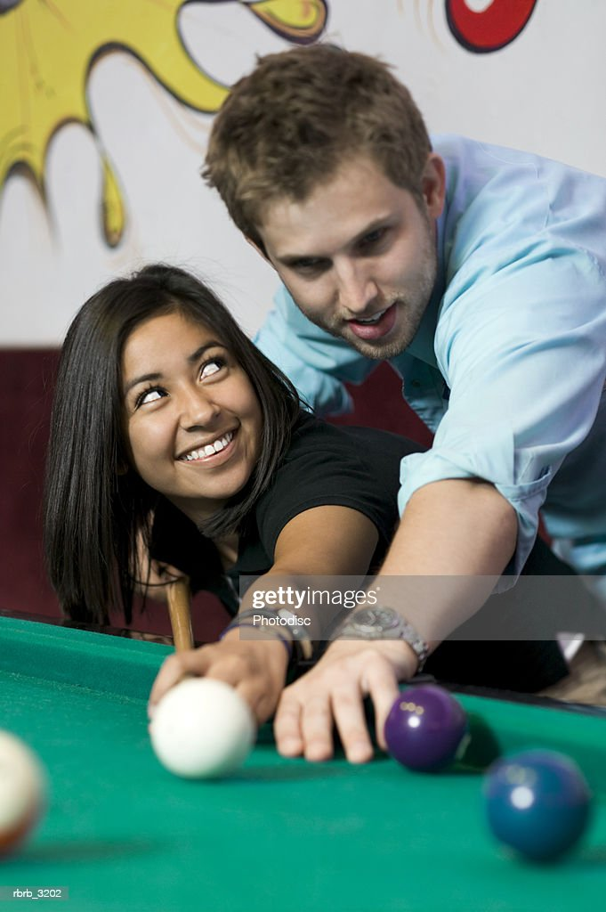Young couple playing pool together : Foto de stock