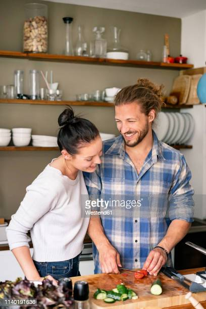 young couple preparing food together, tasting spaghetti - casal heterossexual - fotografias e filmes do acervo
