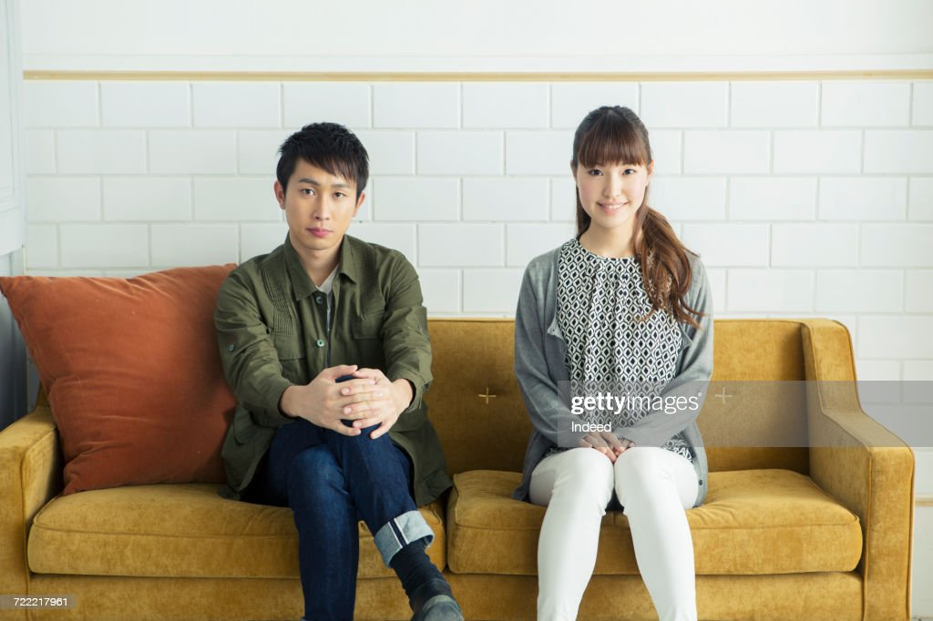 Young couple sitting on sofa : Foto de stock