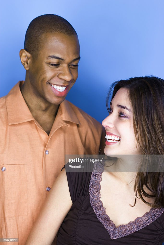 Young couple smiling : Foto de stock