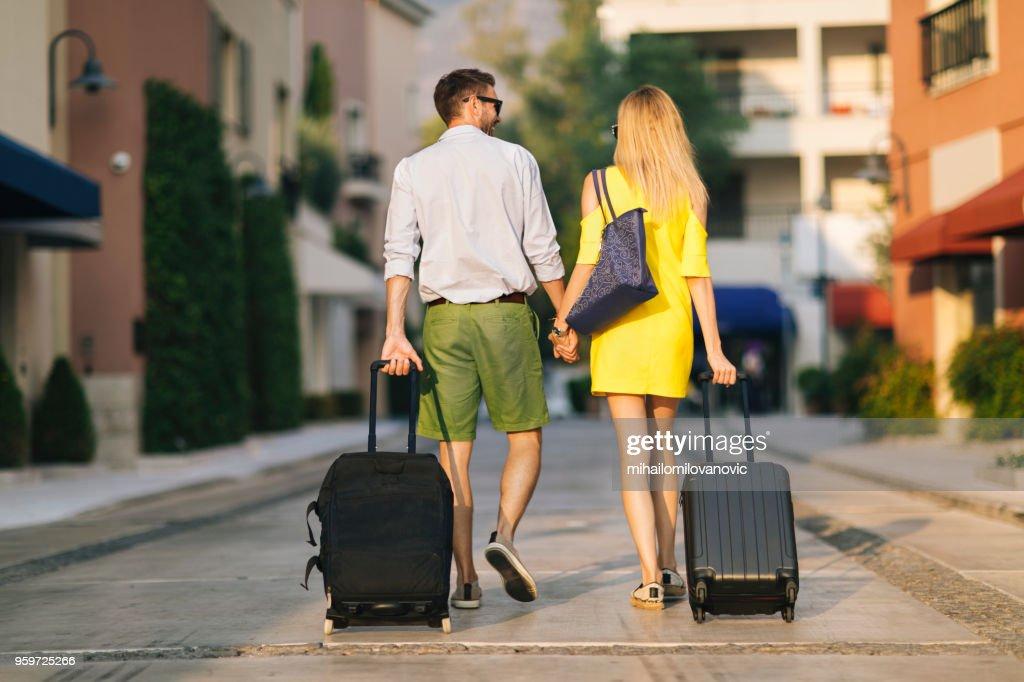 Junges Paar reisen : Stock-Foto