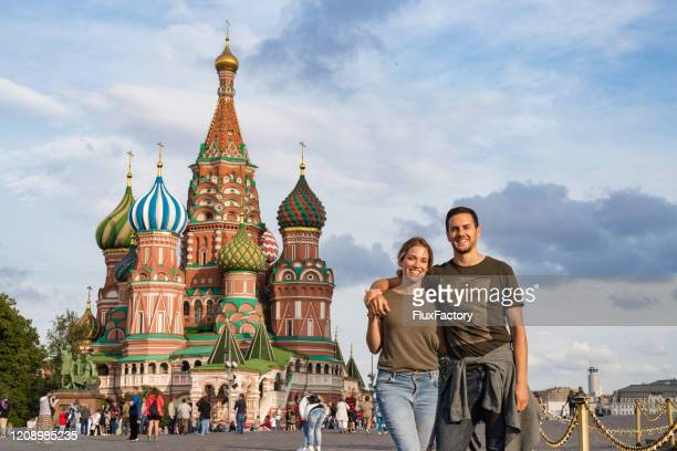 young couple visiting saint basil's cathedral and enjoying beautiful time in moscow - russia stock pictures, royalty-free photos & images