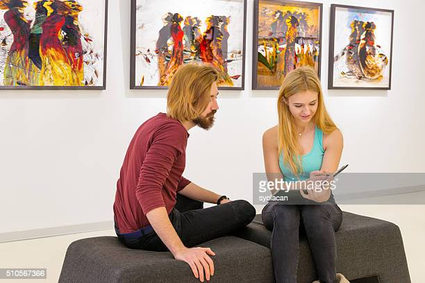 young couple visits an art gallery - syolacan stock pictures, royalty-free photos & images