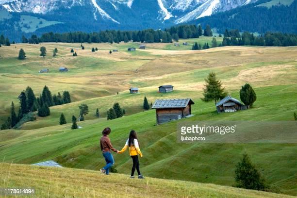 young couple walking along country path - altopiano foto e immagini stock
