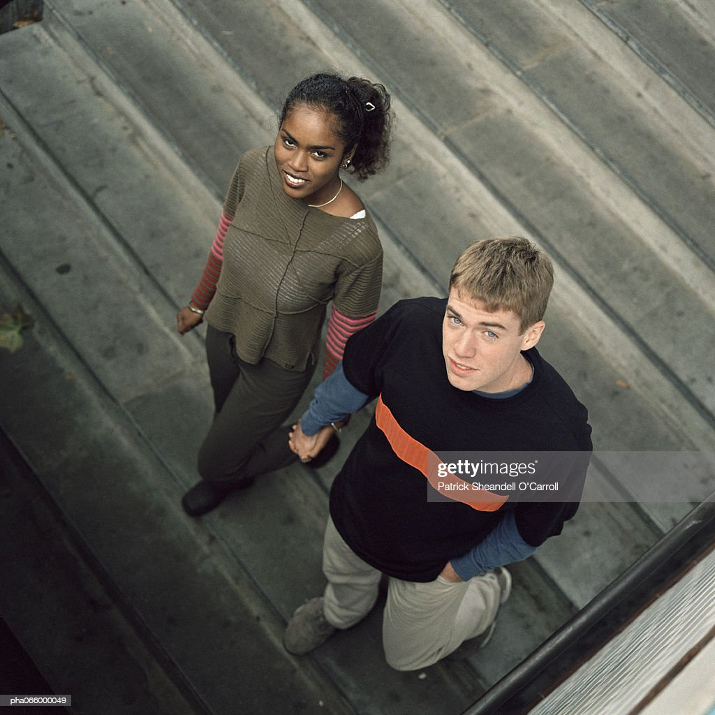Young couple walking downstairs looking up, high angle view : Stockfoto