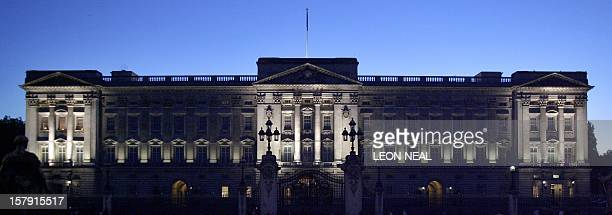 A young couple watch the lights illuminating Buckingham Palace for the first time 24 October 2006 The lighting is set to be on every night until the...
