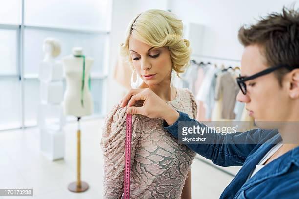 Junge designer, model Maße.