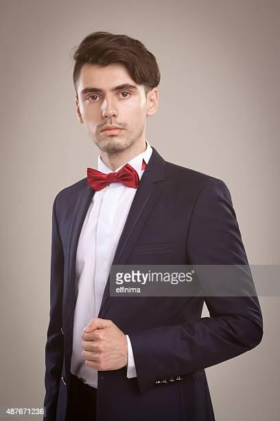 Junge elegante Geschäftsmann