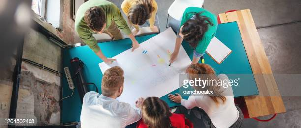 young entrepreneurs at work - agility stock pictures, royalty-free photos & images