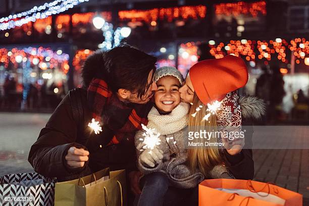 young family celebrating christmas - couple calin photos et images de collection
